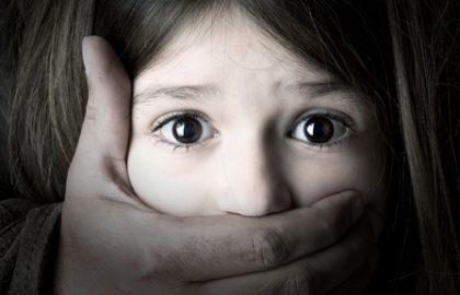קטינים פוגעים מינית- עבריינים או קורבנות?